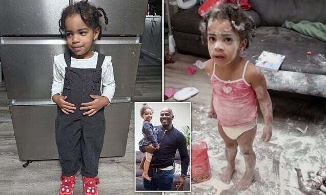 """""""Я же только на минутку вышел!"""" Отец трех дочерей упустил момент, когда они нашли пакет с мукой"""