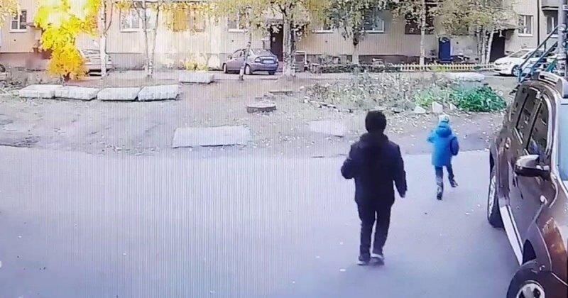Страшные кадры: автомобилистка сбила пятилетнего ребенка во дворе дома в Архенгельске
