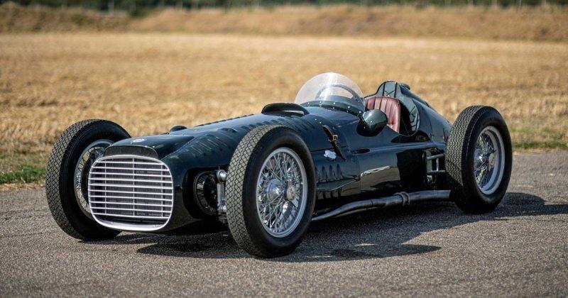 Британцы построили копию болида Формулы-1 из 1950-х с 16-цилиндровым двигателем