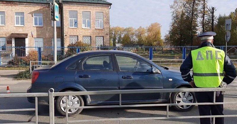 Девочка попала под машину по пути в школу