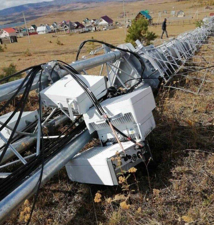 В Башкирии возле деревни упала загадочная вышка сотовой связи