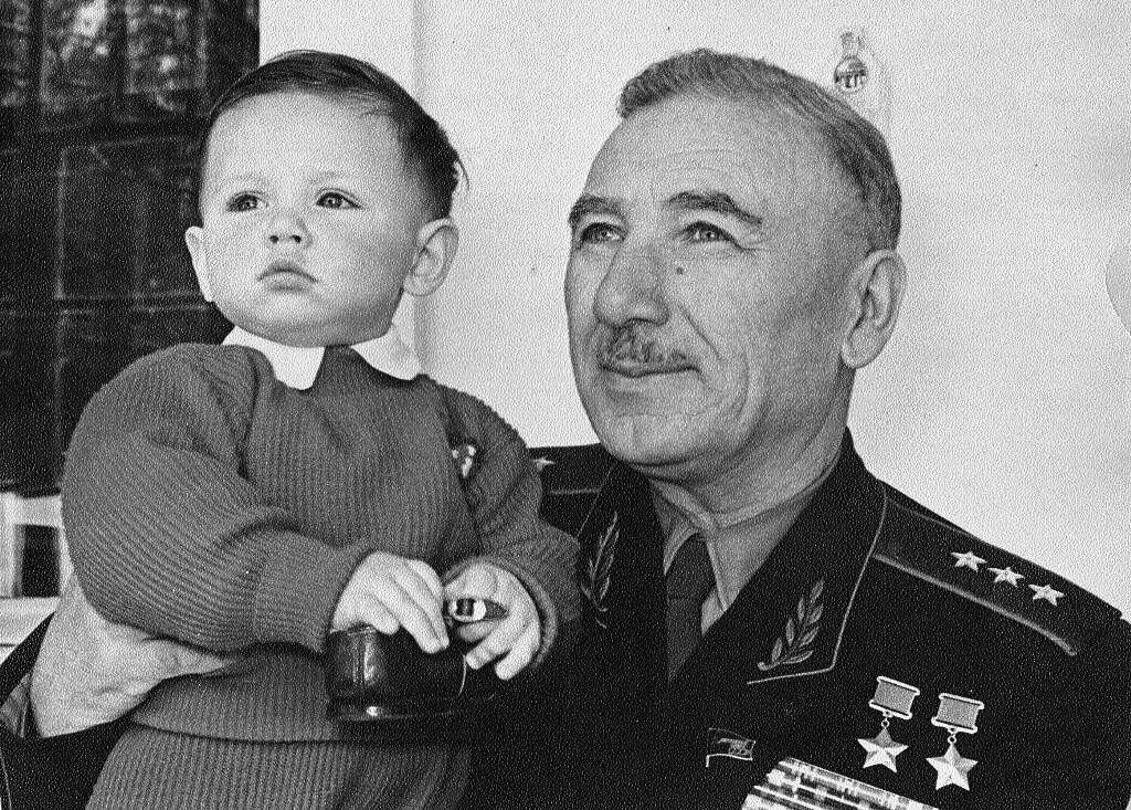 Единственный кавалерист, ставший дважды Героем Советского Союза в годы Великой Отечественной войны. Кто он?