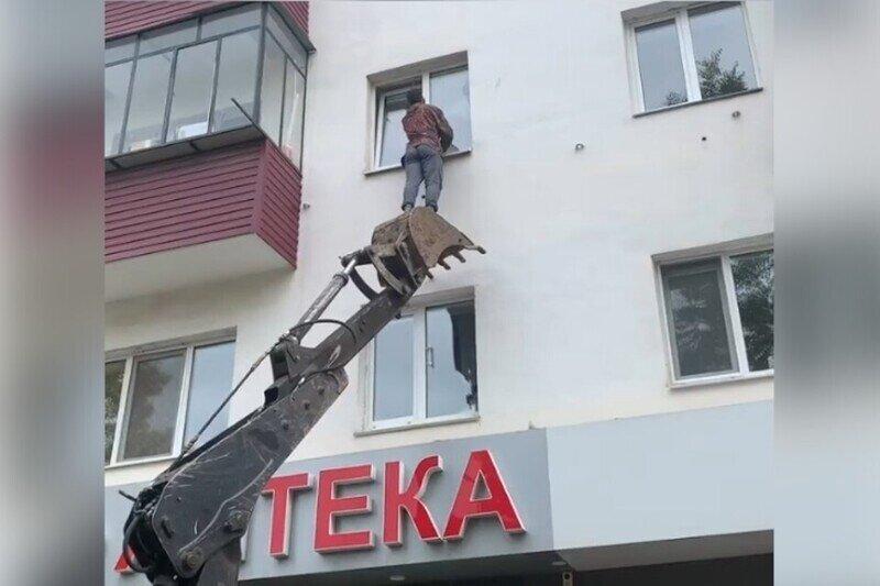 В Башкирии. Экскаваторщик поработал спасателем