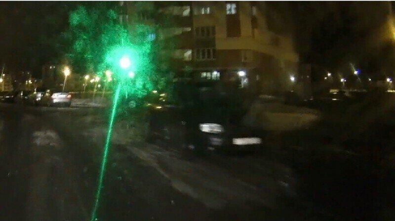 В Уфе. Дураку и штраф за лазер - не указка