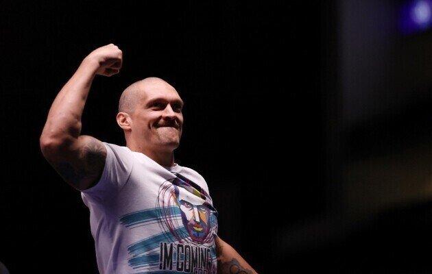 Усик - третий боксер в истории, который стал чемпионом в двух весовых категориях