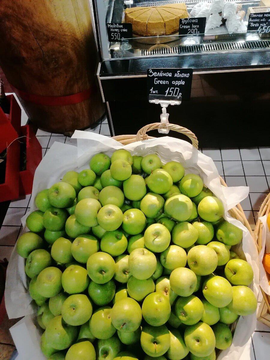 """В аэропорту Шереметьево цены на фрукты напомнили шуточки из """"Спортлото 82"""""""
