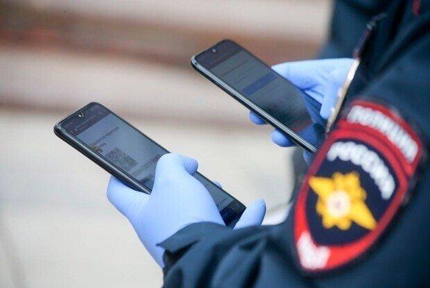 Теперь после задержания и до посадки в автозак у задержанных будут забирать телефоны