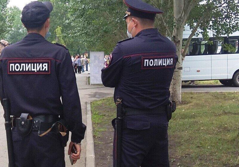 День гнева: в столице мужчина пытался напасть на отдел МВД, а в Петербурге — драка со стрельбой