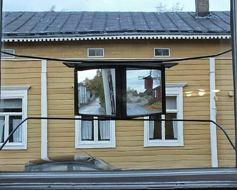 Зачем шведам нужны зеркала за окнами?