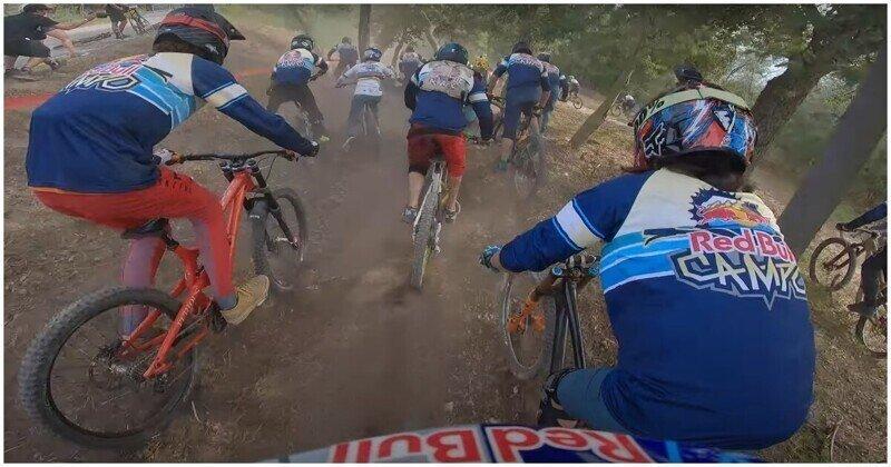 Захватывающая дух велогонка с участием более 150 спортсменов