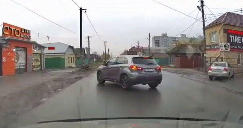 «Чудом избежал ДТП, чудом!», — неуравновешенный водитель из Омска