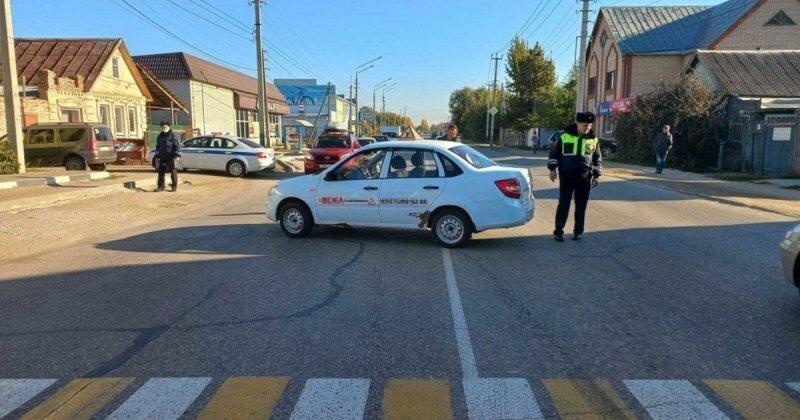 В Саратовской области учебный автомобиль сбил девушку на пешеходном переходе