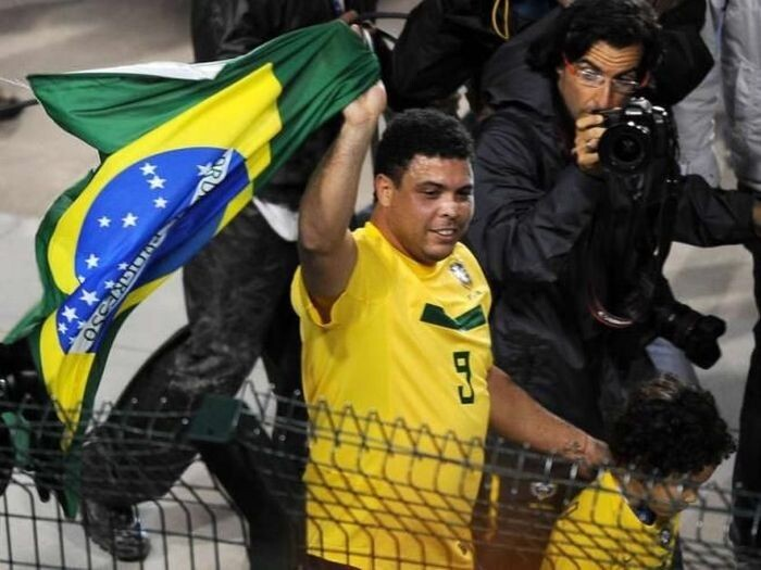 Ronaldo De Assis Moreira Carrying the flag