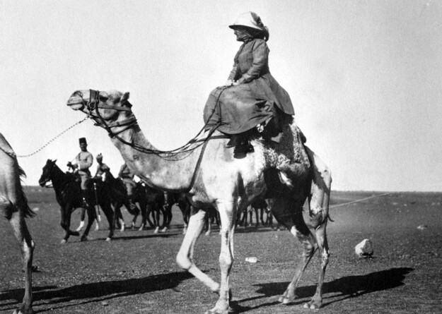 Edith Roosevelt and a dromedary
