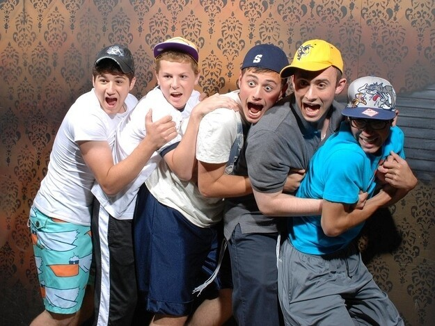 Bro's begin scared at haunted houses