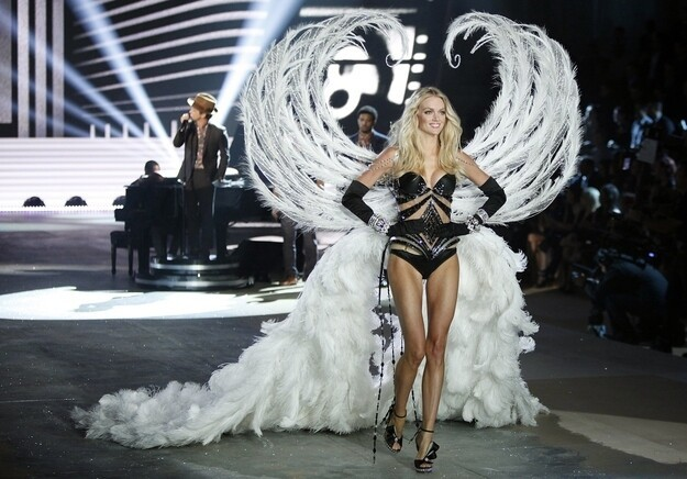 Victoria's Secret Angels; Now With Wings!