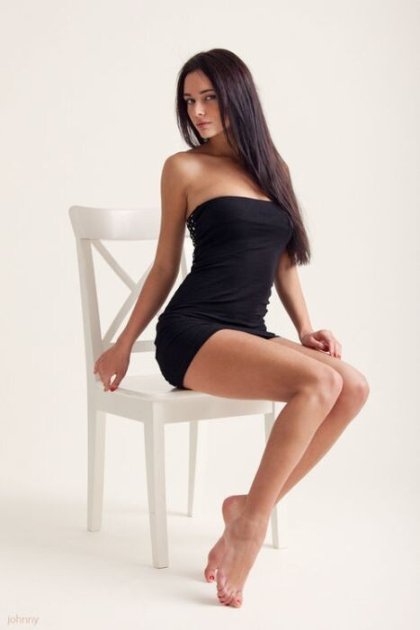 Beautiful Girls In Tight Dresses