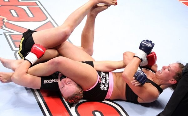 oooohhh Tate has an excellent arm bar too.