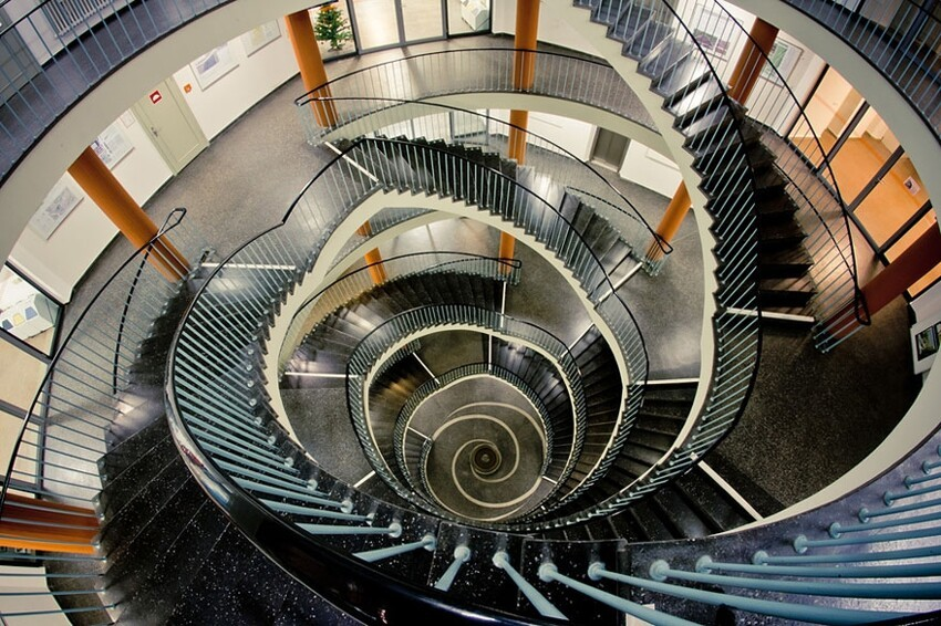 20 Mesmerizing Examples of Spiral Staircase Photography