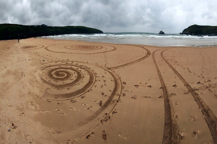 Beautiful 3-Hour Sand Drawings Created with Only a Rake
