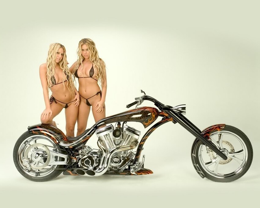 Motorcycles and Sexy Women what could be better