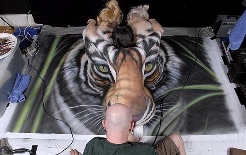 Cool Contortion/Body Paint Art.