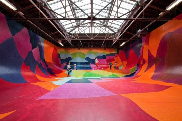 Creatively Displaying Art on Europe's Biggest Art Space