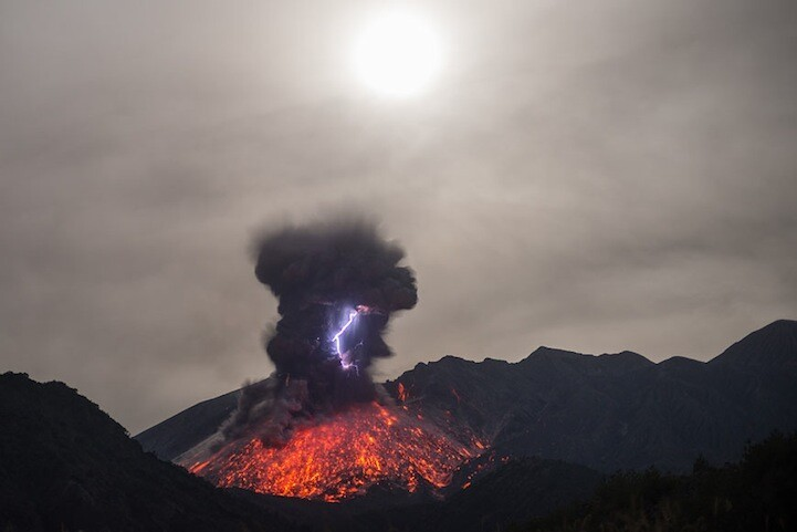 Phenomenal Photos of Japan's Recent Volcano Eruption