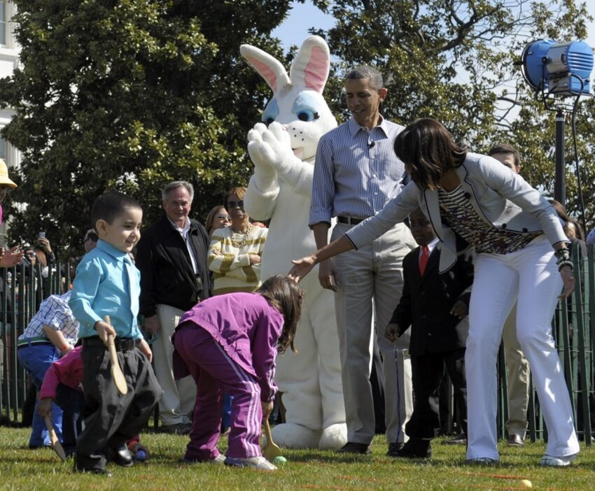 Michelle and Barack Obama Help with the Easter Egg Hunt