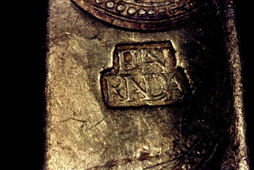 'EN RADA' stamp on Tortugas wreck's gold finger bar