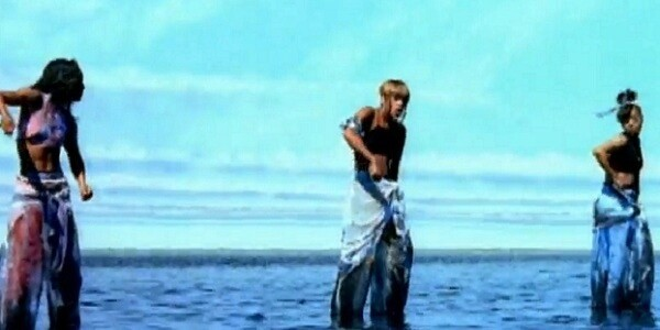 Here Are 6 GIFs From TLC's Video For 'Waterfalls'