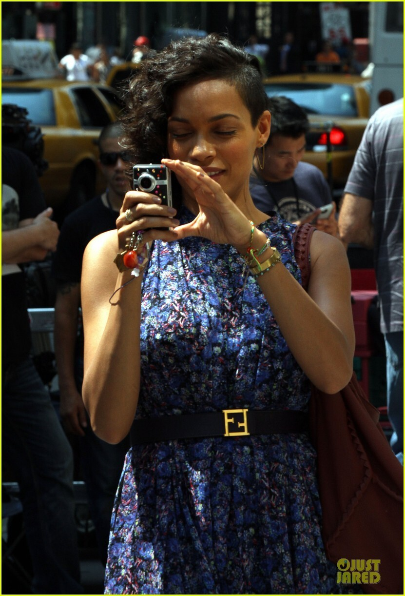 Rosario Dawson Makes Like Rihanna and Shaves Half Her Head