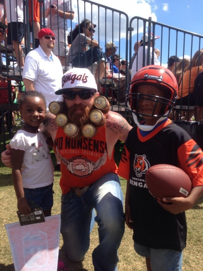 Epically bearded Bengals fan turns facial hair into 6-pack of beer