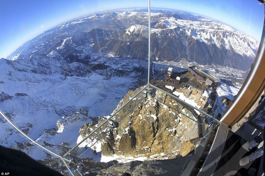 Glass cage  over the edge of 4km-high mountain in French Alps