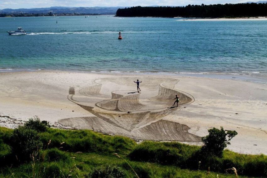 Mesmerizing Works Of 3-D Sand Drawing Art