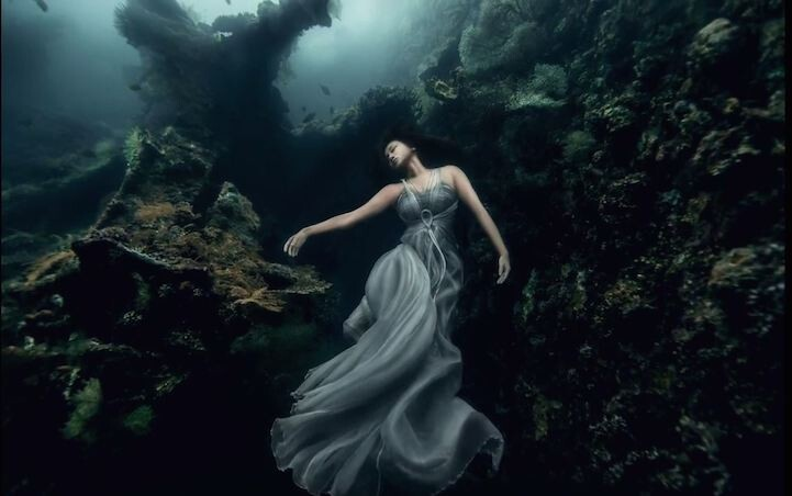 Stunning Underwater Shipwreck Portraits Taken Off the Shores of Bali
