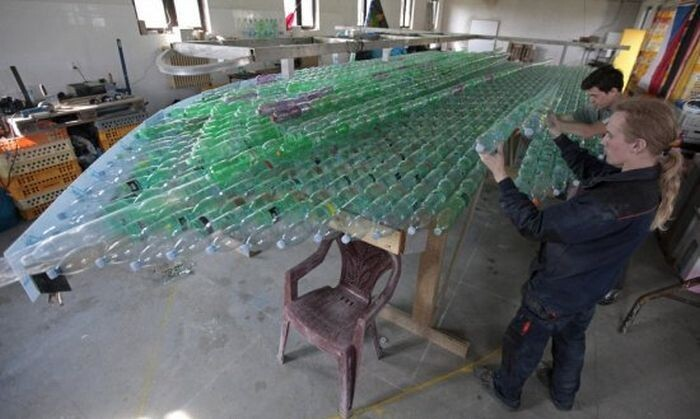 Students Build An Amazing Boat Out Of Plastic Bottles