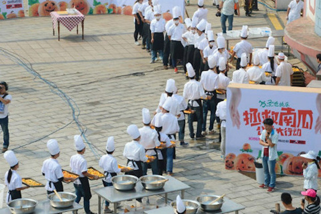 A Bunch Of Chefs In China Made A Huge Pumpkin Pie