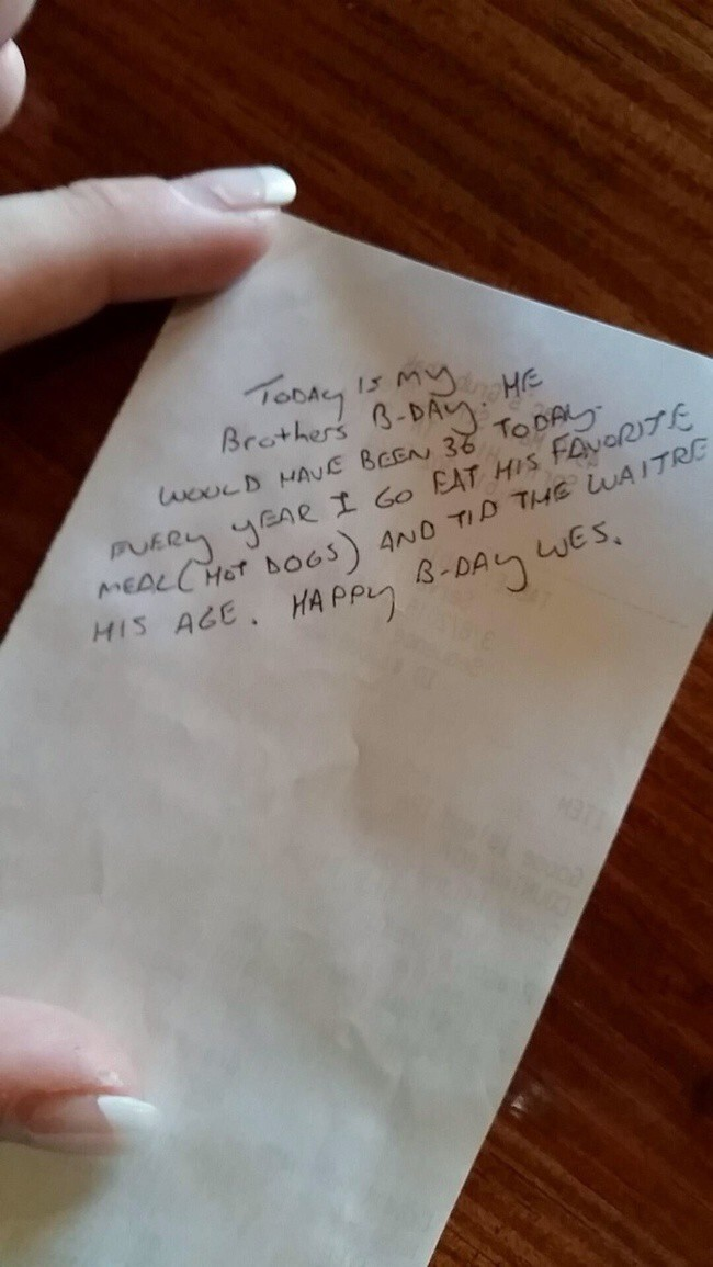 A Man Tipped This Waitress $36 For A Hot Dog