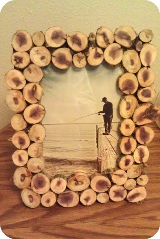 Even if you only have small branches, you can still make a cool picture frame.