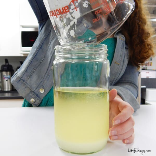 Measure out 1/4 cup of sugar. Pour the white wine and sugar into an empty jar.