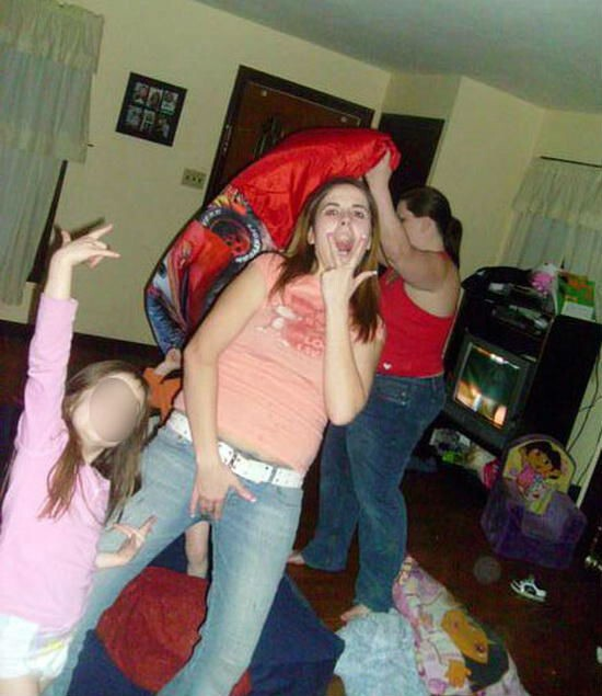 20 Of The Worst Moms You've Ever Seen