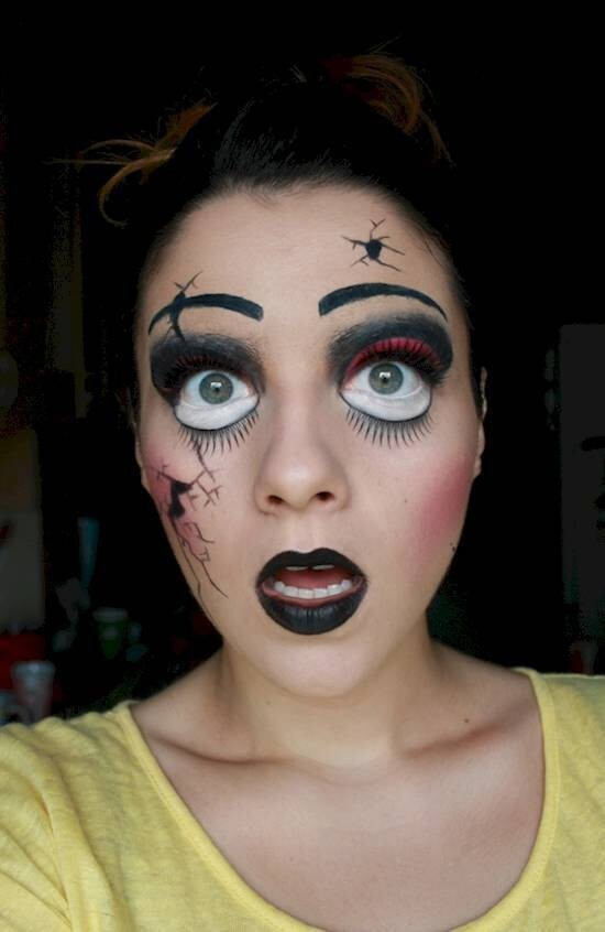 10. Make use of white space to create creepy doll eyes.