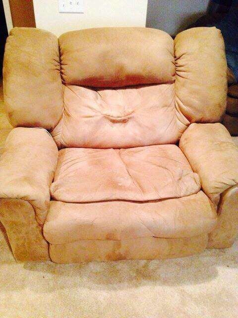 6. This chair is actually a chubby Princess Leia. Read more at: https://tr.im/maa1C