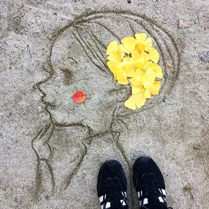 Japanese Are Going Crazy About The Fallen Leaves, Turns Them Into Art