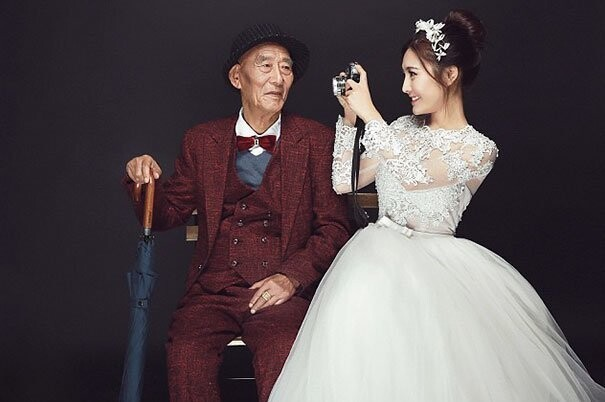 Chinese Woman Takes Touching Wedding Photos With Her Very Sick Grandfather Before It's Too Late