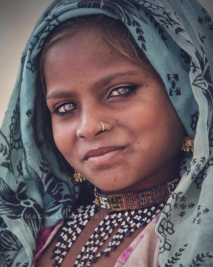 Portrait of a beautiful gypsy girl from the Kalbelia caste