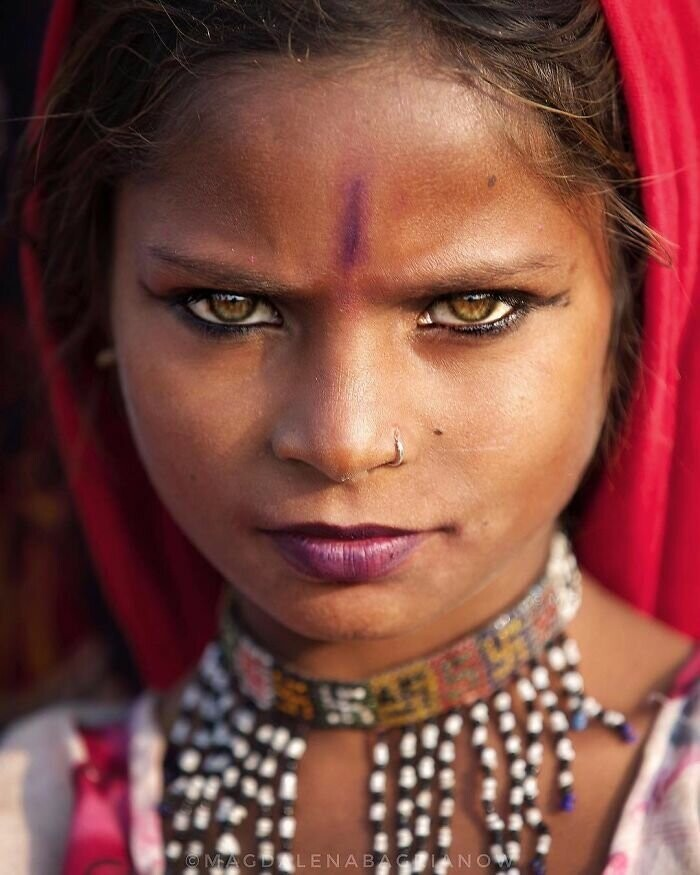 Portrait of beautiful girl from the Kalbelia caste, taken at the Pushkar Fair grounds