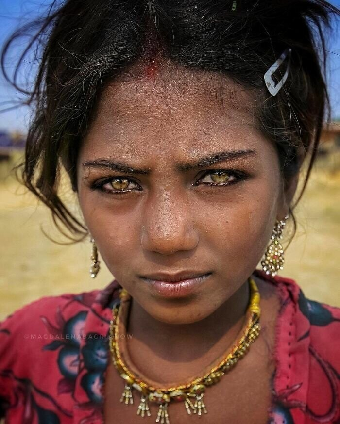 Portrait of a beautiful Kalbelia gypsy named Suman, taken at Pushkar fair grounds
