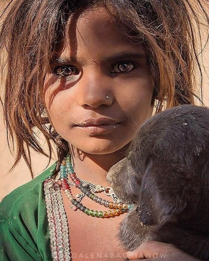 Portrait of a gypsy girl from the Bhopa caste, taken in the outskirts of Pushkar